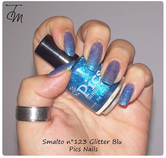 smalto glitter blu n pics nails swatch con boccetta storta
