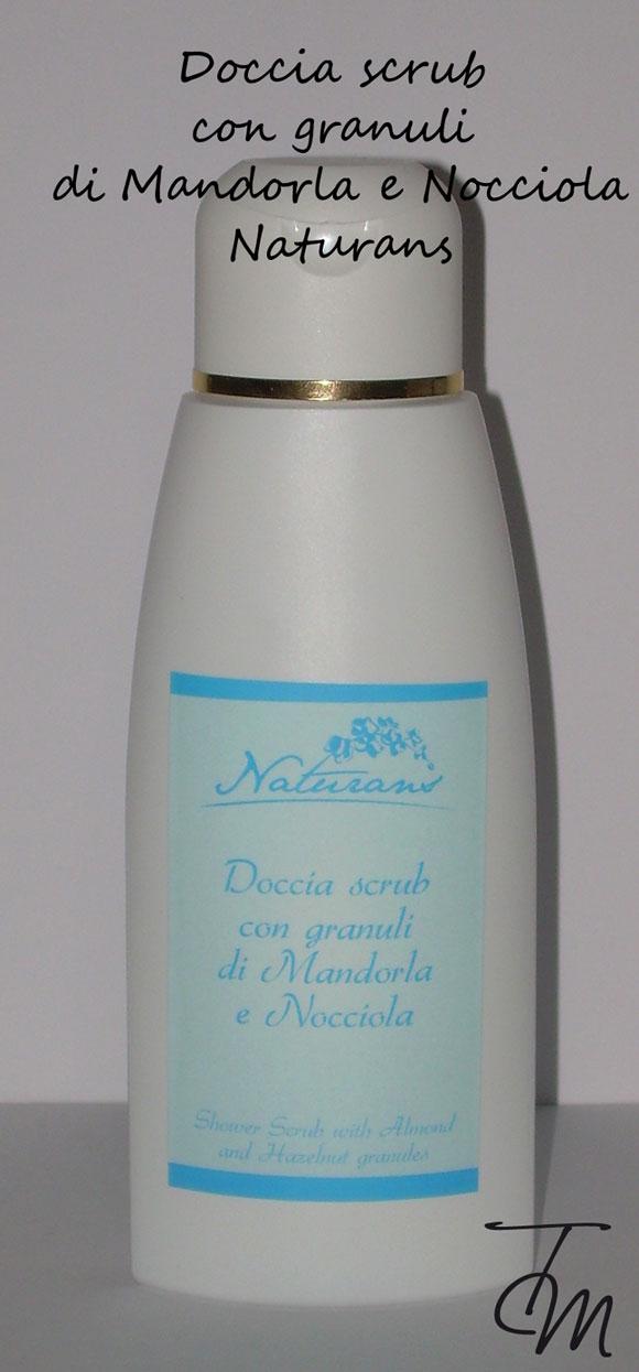 doccia-scrub-con-granuli-di-mandorla-e-nocciola-naturans