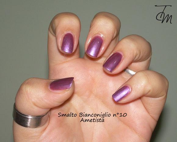 Smalto-bianconiglio-cosmetics-n°10-ametista-swatch-mano-intera