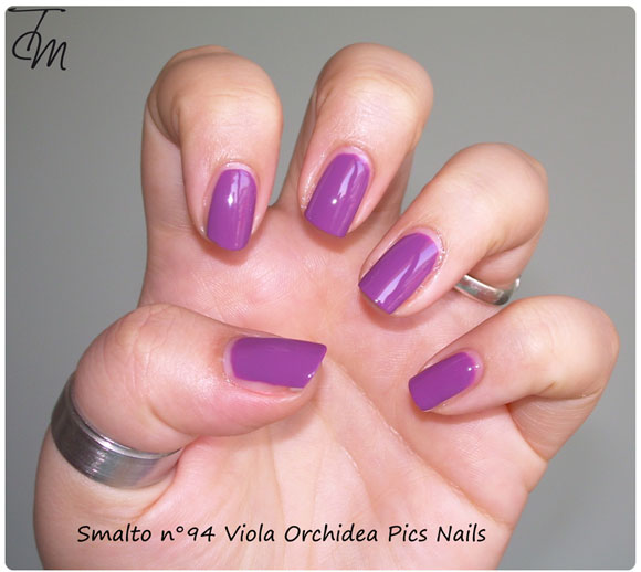 Swatch-Review-smalto-n94-viola-orchidea-pics-nails-mano-intera