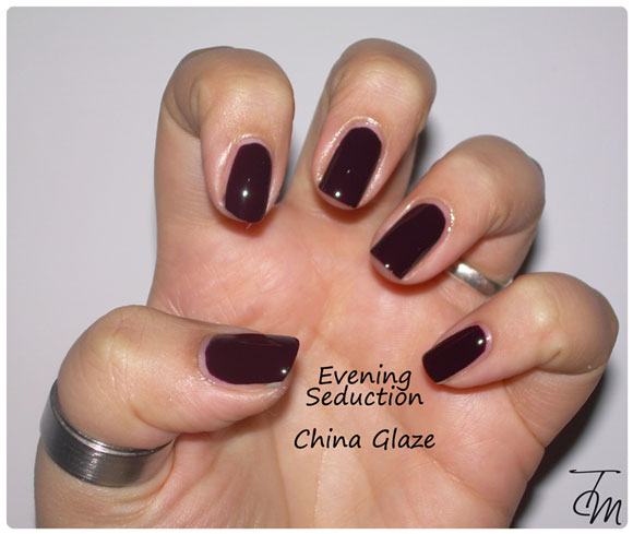 swatches-evening-seduction-china-glaze-mano-intera