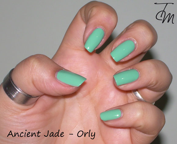 swatch-ancient-jade-orly-precious-collection-mano-intera